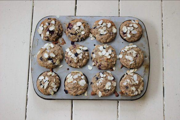Muffins aux bleuets, aux framboises et aux poires