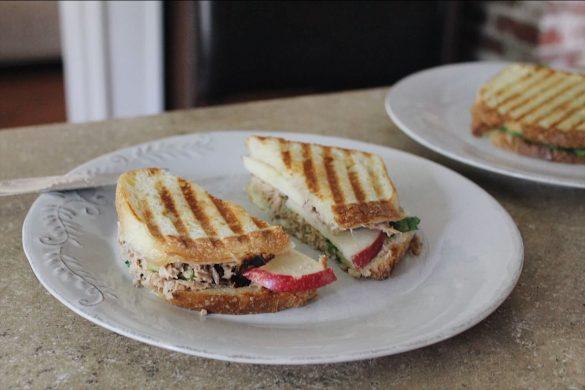 Sandwich grillé au thon