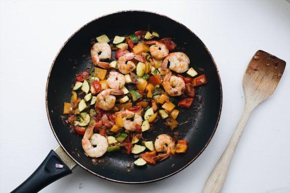 Sauté de légumes aux crevettes
