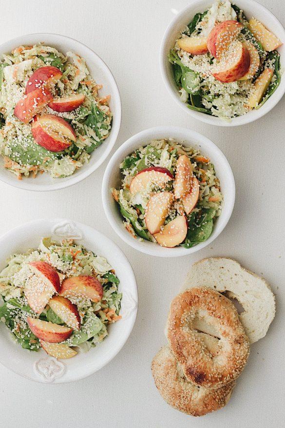 Salade de choux et de pêche, vinaigrette à l'avocat